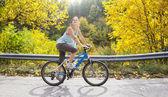 Biking in autumn — 图库照片