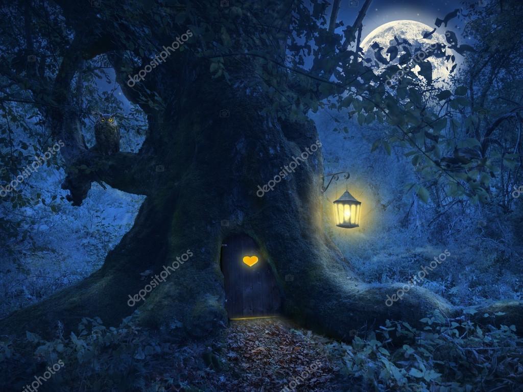 Фотообои Дом на дереве в волшебном лесу