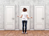 Girl before a doors — Stockfoto