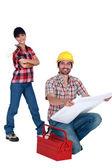Obreros con una caja de herramientas — Foto de Stock