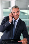 Businessman talking to his wife at the end of a workday — Stock Photo