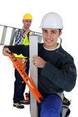 Dos trabajadores artesanales llegando en el trabajo — Foto de Stock
