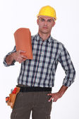 údržbář drží střešní tašky — Stock fotografie