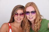 подростки с солнцезащитные очки — Стоковое фото