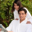 Couple outdoors in bathrobes - Stockfoto