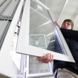 Man fitting a window — Stockfoto