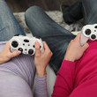 Friends playing video games — 图库照片