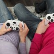 Friends playing video games — Stockfoto #13929645