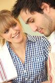 Man och kvinna med handduk — Stockfoto