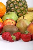 Große bunte packung früchte — Stockfoto