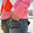 Woman with her hand in her jean pocket — Stock Photo
