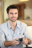 Man playing video games — Stockfoto