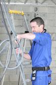 Eletricista no trabalho — Foto Stock
