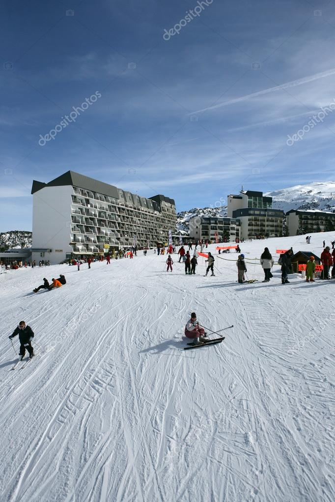 Busy ski resort — Stock Photo #14039986