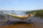 Woman relaxing in hammock — Stockfoto