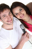 Boy and girl singing — Stockfoto