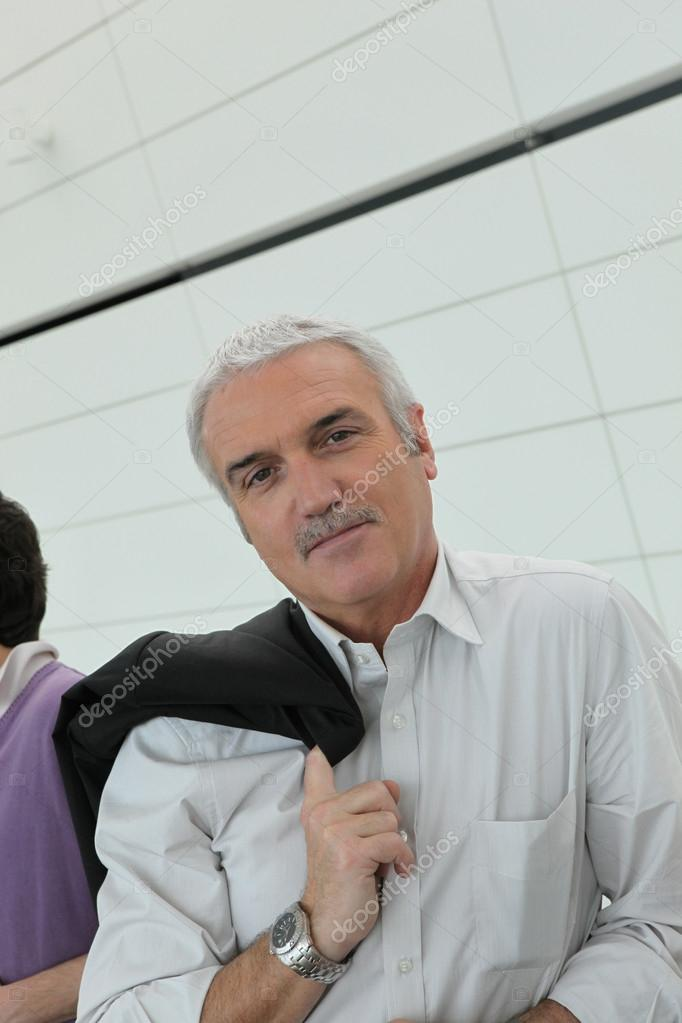 Mature man with his jacket over his shoulder — Stock Photo #14101168