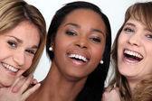 Skrattar unga kvinnor — Stockfoto
