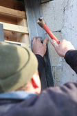 Man hammering flashing — Stockfoto
