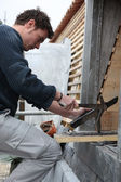 Roofer working with slate — Stock Photo