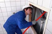 Man fixing plumbing — Stock Photo