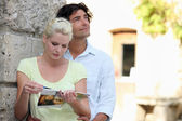 Couple sightseeing — Stock Photo