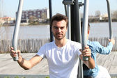 Two men using outdoor gym equipment — Stock Photo