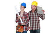 Tradesman and tradeswoman looking sideways — Foto de Stock