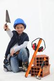 Mały chłopiec ubrany jako budowniczy — Zdjęcie stockowe