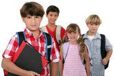 Um grupo de crianças em idade escolar — Foto Stock