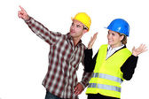 Construction worker pointing out a problem while his co-worker denies any involvement — Stock Photo