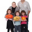 Family with Halloween jack-o — Stockfoto
