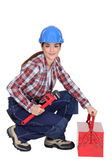 A female construction worker holding a wrench. — Stock Photo