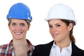 Two woman with their hardhat on. — Stock Photo