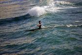 Piragüismo de hombre en el mar — Foto de Stock