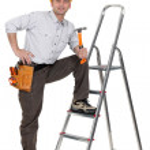 Carpenter with leg resting on ladder holding hammer — Stock Photo #15748501