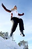Donna salto nella neve — Foto Stock
