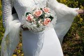 Ramo de novia holding — Foto de Stock