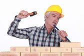 Middle-aged mason with hammer and chisel — Stock Photo
