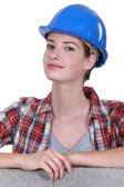 Female mason stood by unfinished wall — Stock Photo