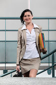 Businesswoman arriving to work — Stock Photo