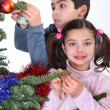 Children decorating Christmas tree — ストック写真