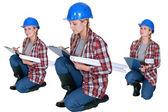 Trabalhador da construção civil com uma prancheta — Foto Stock