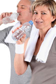 Couple senior drinking water after training — Stock Photo