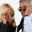 Man and woman with sunglasses — Stock Photo
