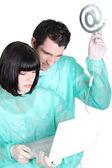 Медсестры с символом электронной почты — Стоковое фото