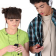 Young couple listening to music — Stock Photo