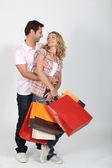 Pareja en un frenesí de compra. — Foto de Stock