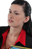Leergierig brunette bedrijf mappen — Stockfoto