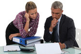 Boss explaining point to colleague — Stock Photo